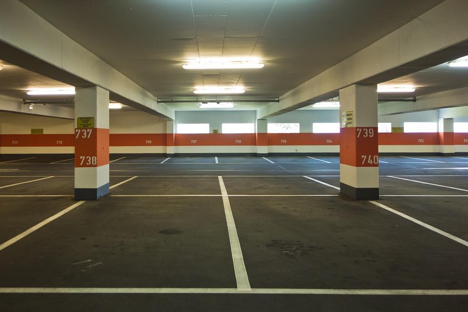 ¿Cómo mantener un parking comunitario limpio?